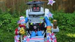Trampender Roboter hitchBOT auf USA-Reise zerstört