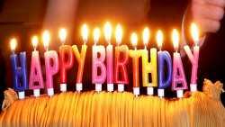 "Brennende Buchstabenkerzen ""Happy Birthday"""