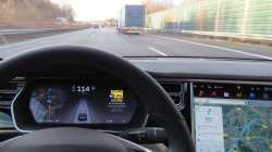 Tödlicher Tesla-Unfall: Autopilot hielt Lastwagen-Anhänger für hohes Schild