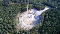 Kombikraftwerk nutzt Wind- und Wasserenergie