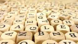 Viele Buchstabenwürfel