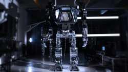 Mech-Roboter Method V2 lernt das Laufen