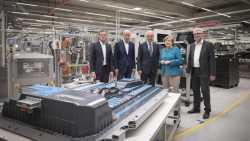 Daimler legt Grundstein für Akkufabrik in Sachsen