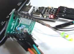 Der Pulldown-Widerstand für BOOT0 passt komfortabel auf die Rückseite des Adapters.