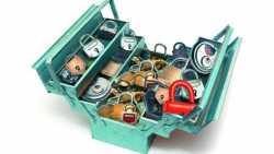 Werkzeugkasten mit Schlössern