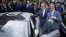 Verkehrsminister Dobrindt und Audi-Chef Stadler