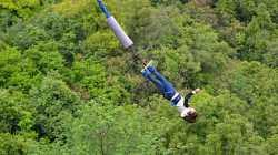 Gehirn-Maschine-Forschung: Wissenschaftler lassen Bungee-Jumper von Brücke springen