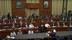 US-Repräsentanten, von vorne, Mark Zuckerberg von hinten