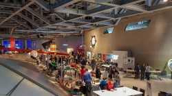 Blick in das Wolfsburger phaeno während der Mini Maker Faire 2019.