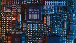 Platine mit KiCon Logo auf einem Chip