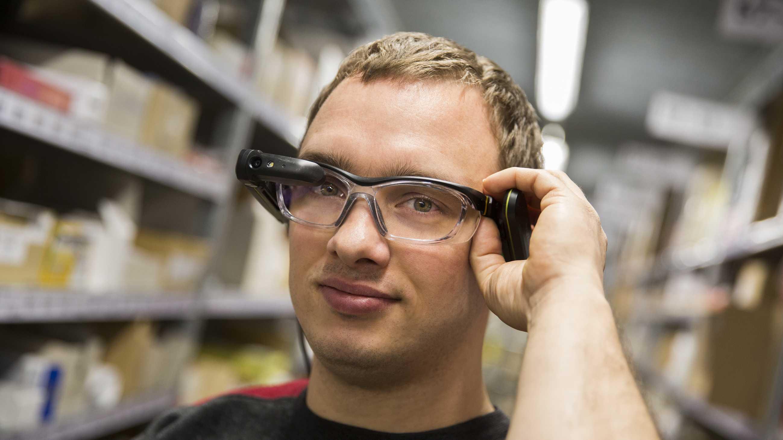 Mit Datenbrille nehmen Gehörlose ihre Anweisungen wahr