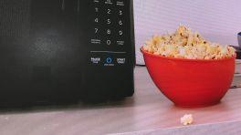 Alexa: Mikrowellen-Ofen und Wanduhr mit Sprachassistentin