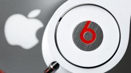 Apple Logo und Beats-Kopfhörer