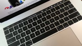 Chrome bald für MacBook Pro mit Touch Bar bereit
