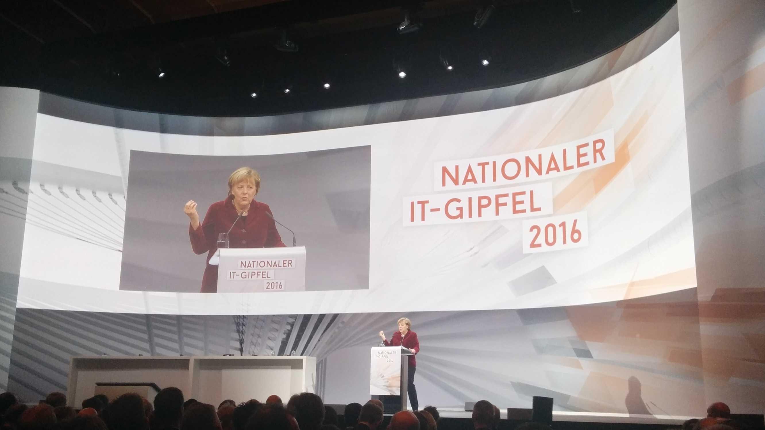 "IT-Gipfel: Merkel plädiert für ""Datensouveränität"" statt Datenschutz"