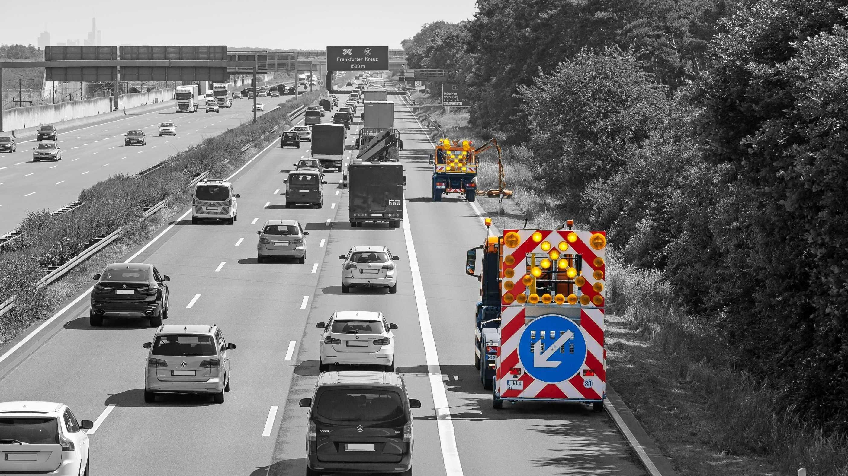 Autonome Autos: Fahrerloser Lkw sichert Wanderbaustelle ab