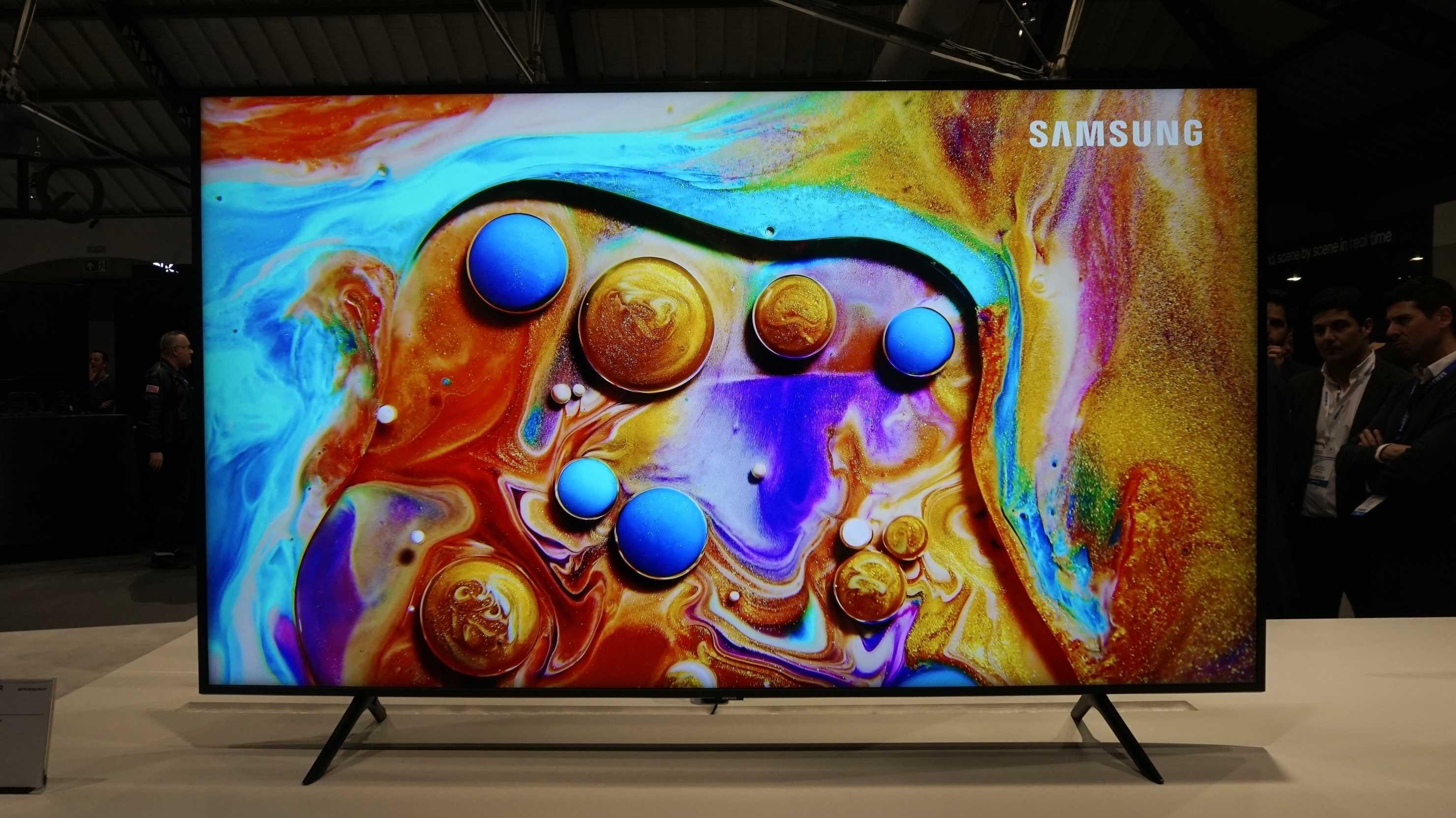 Samsung zeigt neue TVs: blickwinkelstabiler, smarter, Fußball-affin