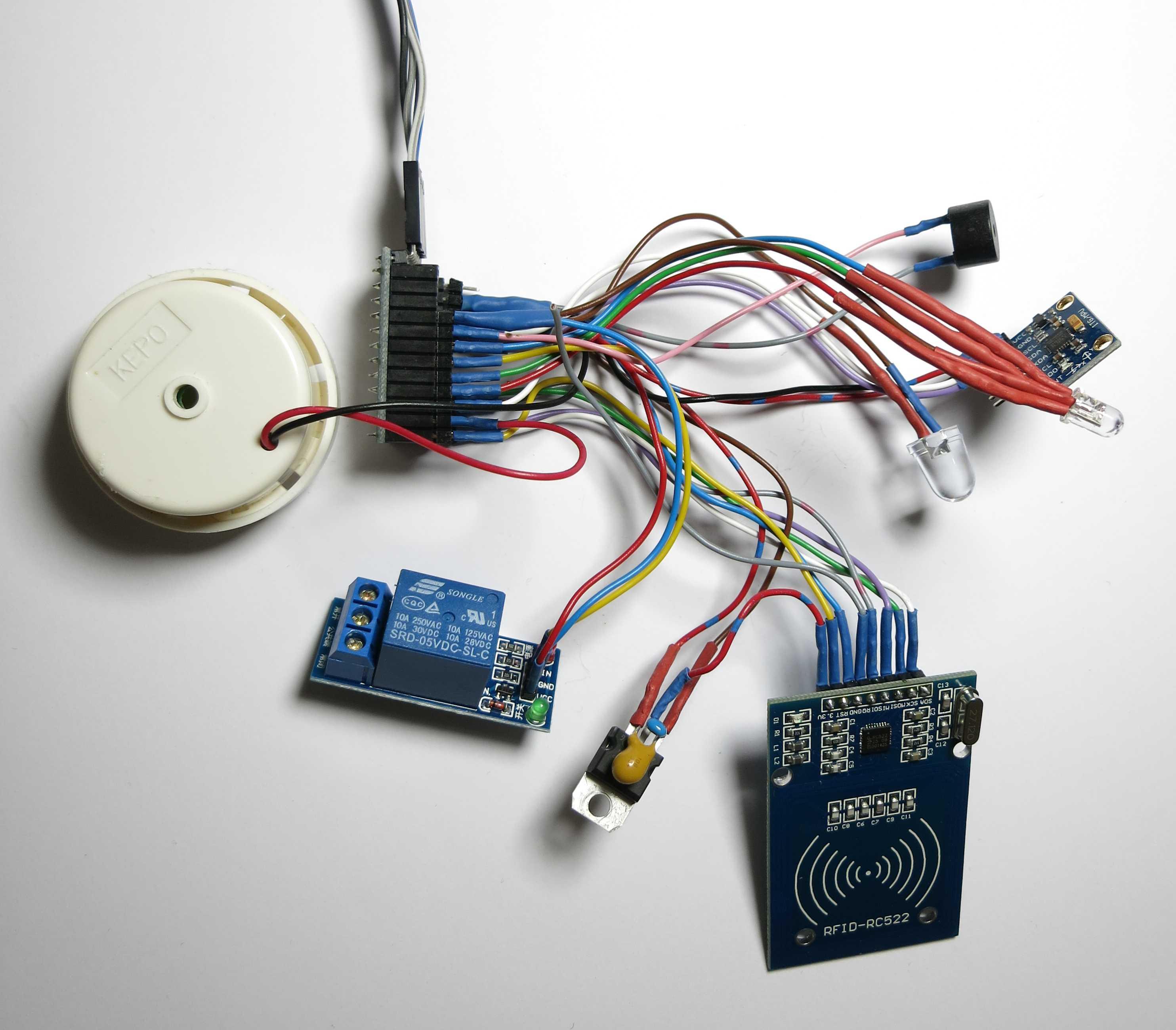 Arduino mit Kabeln