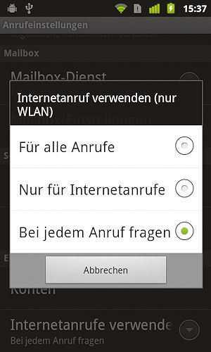 Der Anwender wählt, welche ausgehenden Telefonate er per Internet abwickeln möchte. SIP ist nutzbar, andere VoIP-Protokolle nicht.