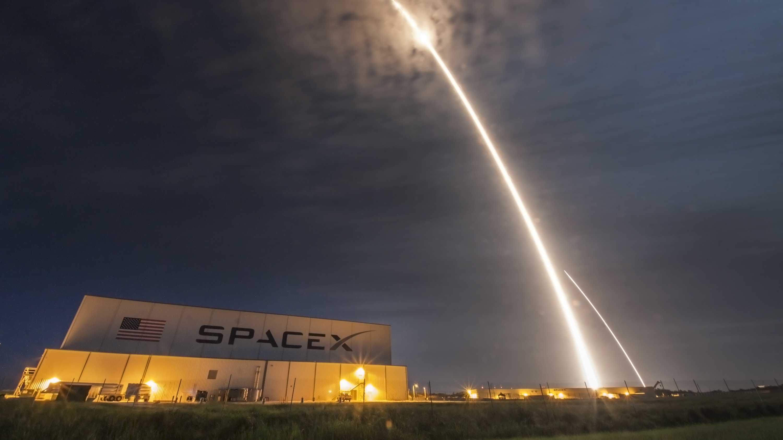 SpaceX: FCC genehmigt Pläne für Satelliten-Internet Starlink