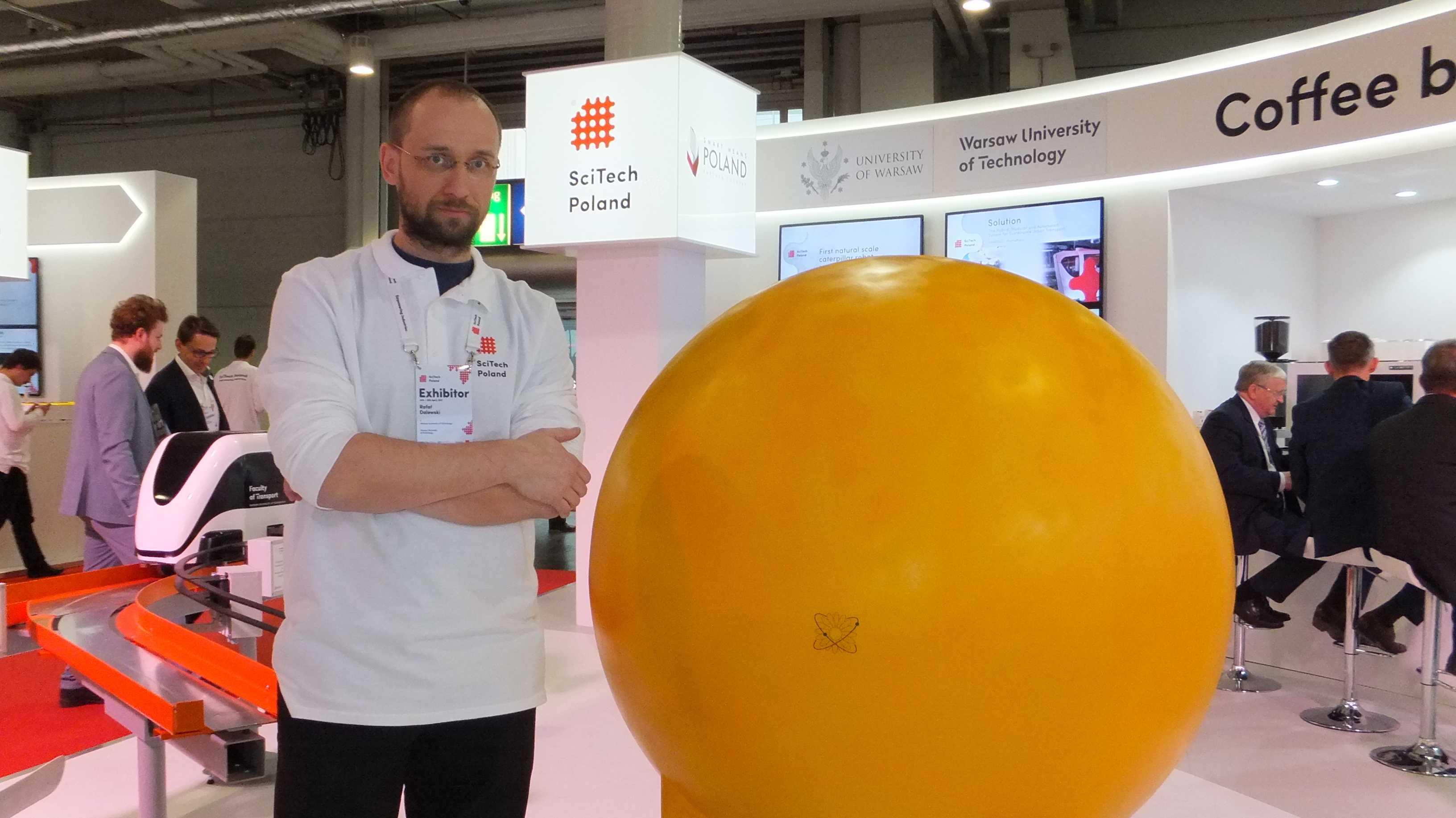 Hannover Messe: B-Droid bestäubt Pflanzen