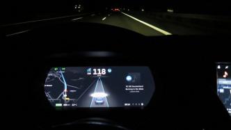 Ermittler: Tesla zu schnell bei tödlichem Unfall