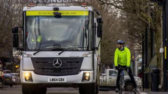 Daimler kündigt Abbiegeassistenten für Lkw an