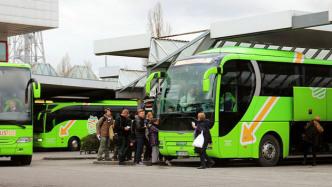 Linienfernbusse mit 23 Millionen Fahrgästen 2015