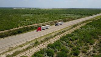 Daimler testet vernetzte Lkw-Konvois in USA