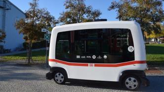 Bus der Deutschen Bahn fährt 700 Meter autonom