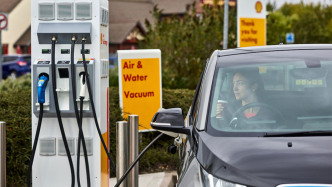 Shell wird Fahrenergie-Vollsortimenter