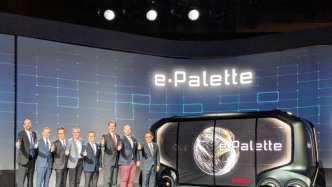 Toyota zeigt Studie eines autonomen Taxis und Lieferwagen