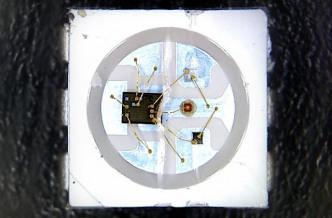 Ein WS2812x enthält neben der eigentlichen RGB-LED eine Kontrolllogik in Form des WS2811-Controllers