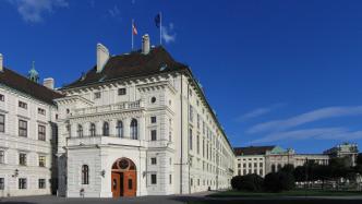 Weißes Gebäude