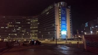 Gebäude der EU Kommission in Brüsselbei Nacht