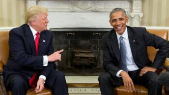 Trump und Obama sitzen auf Couch im Oval Office