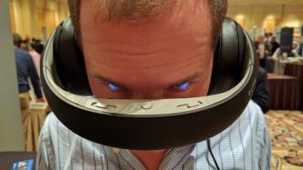 Videobrille Glyph projiziert Bilder direkt auf die Netzhaut