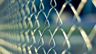 Urteil: Gefängnisse müssen Häftlingen nicht generell Internet ermöglichen