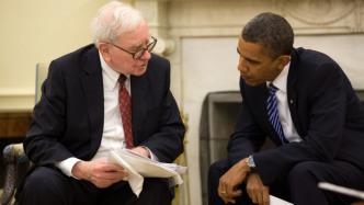 Warren Buffet (links) mit dem ehemaligen US-Präsidenten Obama.