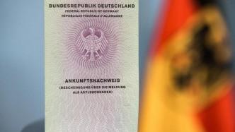 Bundesregierung: 2,3 Millionen Euro für Kartenlesegeräte von Asylbewerber-Handys