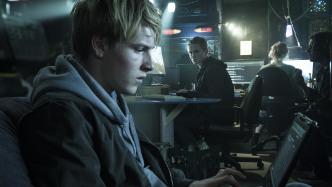 You Are Wanted: Amazon schickt Schweighöfer in die zweite Staffel