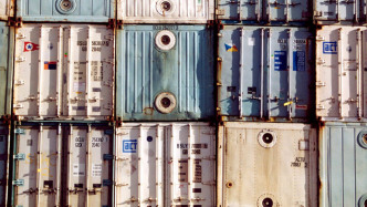 Der digitale Hafen: Schmuggeln mithilfe von manipulierten Daten