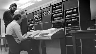 Eingesehen: Den Quellcode von Unix 8, 9 und 10 erforschen