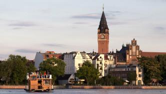 Nach Streit: Gregor Gysi holt Ausstellung mit Aktfotos in sein Wahlkreisbüro