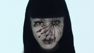 Mensch zu Monster: Beeindruckende Echtzeit-Gesichtsprojektion Inori Prayer