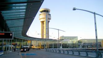Flughafen-Tower