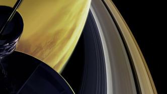 """Cassinis """"großes Finale"""": Überraschend wenig Staub zwischen Saturn und Ringen"""