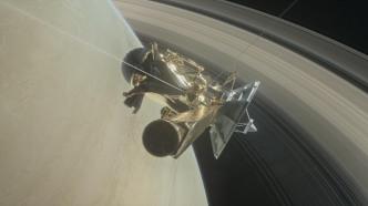 Cassini: Bewegte Bilder von Flügen zwischen den Saturn und seine Ringe