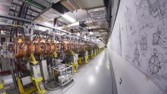 CERN weiht Linearbeschleuniger Linac 4 ein