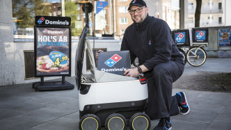 Lieferroboter bringen Pizza in Hamburg Ottensen